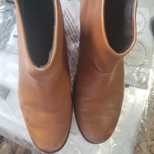 SOLD - TOMS Leila boots